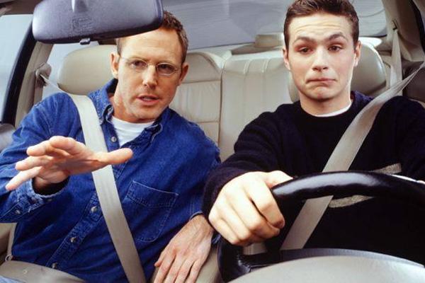 Где учиться водить машину в Минске?