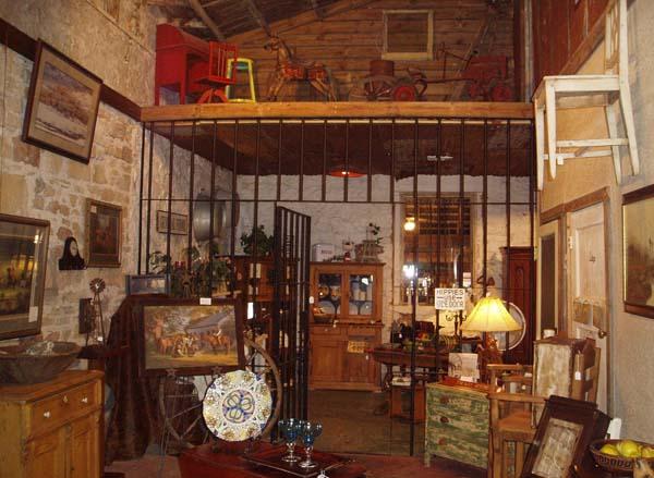 Где находятся антикварные магазины в Минске?
